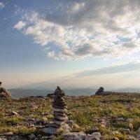 Маленькие фигурки на Большом Бермамыте. Высота около 2500м. :: Vladimir 070549