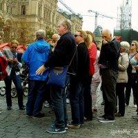 Немецкие  туристы  на  Красной  площади ...Или  как  говорили  Раньше-Группа  немецких  товарищей... :: Игорь Пляскин