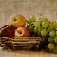 Корзинка с фруктами. :: Елена Данько
