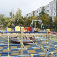 Новая детская площадка. :: юрий Амосов