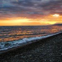 Вечер на диком пляже :: Юрий Яловенко
