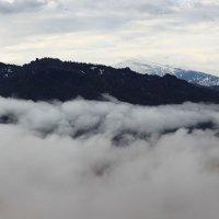 В горах, где танцуют туманы 2 :: Сергей Жуков
