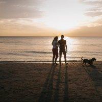 двое у моря и собачка... :: Батик Табуев