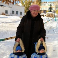 На прогулку с бабушкой :: Андрей Заломленков