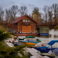 Домик на воде :: Artem Zelenyuk