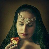 Нас розы нежный аромат Манит в мечтательные дали, Она огонь, она и хлад, Созвездье радости-печали :: ALISA LISA