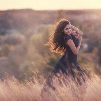 Она всегда любила ветер, он нежно гладя ее волосы, отвечал взаимностью :: Наталья Кирсанова