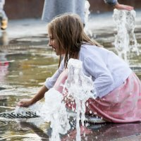 Девочка и фонтан :: Мила ...