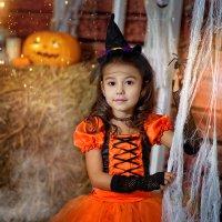 Маленькая Ведьмочка... :: Юлия Журавлёва