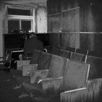 В старом актовом зале... :: Ростислав