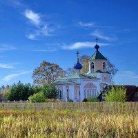 Церковь в селе Архангельское :: Валерий Талашов