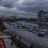 Москвы -осеннее дыханье... :: Лара ***