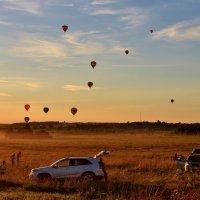Полет шаров на закате :: Евгений (bugay) Суетинов