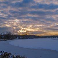 Рассвет над озером :: Сергей Цветков