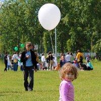 Девочка с воздушным шариком :: Екатерина Торганская