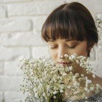 девушка и цветы :: Inga Limanovska live