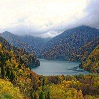 Осень на озере Рица. :: Евгений Кузнецов
