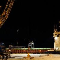 Ночь в порту. :: Vladimir