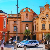 Оранжевые дома и белые шорты :: M Marikfoto