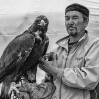 охотник с беркутом (беркутчи) :: Сергей Резниченко