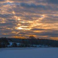 Восход над озером :: Сергей Цветков