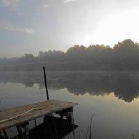 Туман над озером :: Людмила Василькова