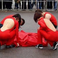 Люди в красном... :: Андрей Головкин
