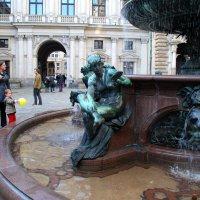Фонтан во дворе Гамбургской ратуши. :: Lara