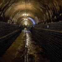 В старых подвалах винзавода... :: Алиса Колпакова