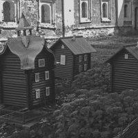 На территории Спасо-Преображенского монастыря (Ярославль) :: Павел Зюзин