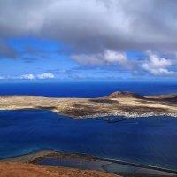 Лансароте. Рыбацкий поселок Калета дель Себо (Caleta del Sebo) на острове Грасиоса (La Graciosa) со :: Андрей Левин