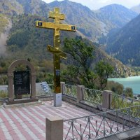Сей крест сооружён в память погибшим во время селя 7 июля 1963 года. :: Anna Gornostayeva