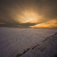 Зима и ветер снег взметая :: Сергей Жуков