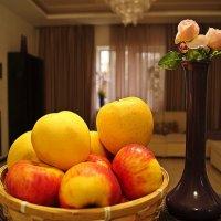 яблоки и розы :: Александр Корчемный
