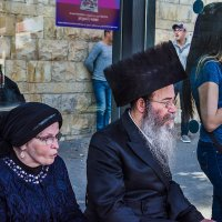 На автобусной остановке. Иерусалим. :: Людмила Финкель
