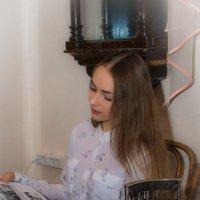 Девушка с книгой. :: Владимир Батурин