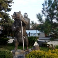 Маша и Медведь на ростовской набережной... :: Тамара (st.tamara)