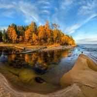Осенний пляж на озере. :: Фёдор. Лашков