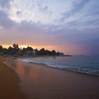 Унаватуна Бич. Последний рассвет перед отъездом. Unawatuna Beach. Dawn. Before leaving. :: Юрий Воронов