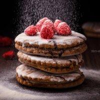 Sweet cake with raspberries :: scherbinator SHCHERBYNA