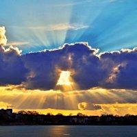 лучи уходящего солнца :: юрий иванов