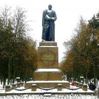 Памятник генералу Л.Н. Гуртьеву :: Борис Митрохин