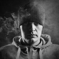 Автопортрет в дыму :: Андрей Степуленко