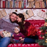 Семья в студии Новый год :: Valentina Zaytseva