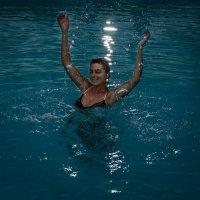 В бассейне :: Илья Шипилов