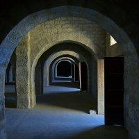 ...иногда бывает, что когда много открытых дверей, то... выхода нет.... :: Александр Бойко