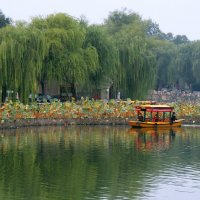 В пекинском парке Бэйхай. :: Николай Карандашев