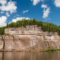 Камень Говорливый на реке Вишера :: Наталья Димова