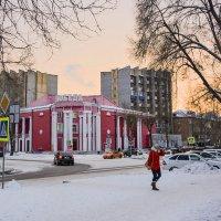 Зимний закат в городе :: юрий Амосов