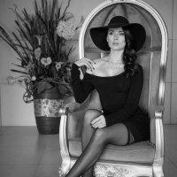 Девушка в чёрной шляпе :: LEVAN TAVADZE
